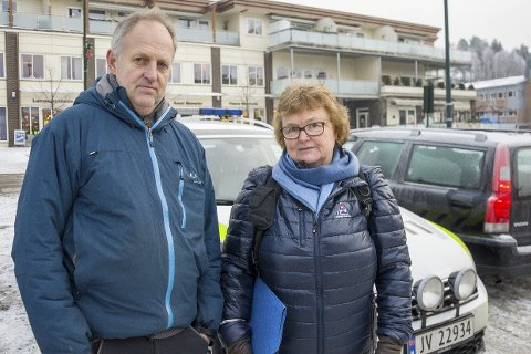 MARKERING: Buskeruds «samferdselsminister» Olav Skinnes og Trygg Trafikks Anne Marit Jorheim skal sammen med mange andre markere trafikkofrenes dag i Åmot søndag.