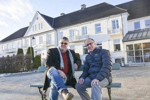 SNART HUNDRE ÅR: Gunnar Paulson og Kjell Haavik Nilsen er fettere og barnebarn av Hans og Helga Haavik, som grunnla Vikersund Kurbad i 1918. Nå ønsker de anekdoter og bilder til jubileumsbok.