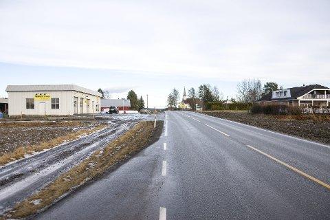MOT RINGERIKE: Journalist Eirik Gullord mener Modum må se mot Hønefoss og sørge for at riksvei 35 bygges ut i den retningen før den bygges ut mot Hokksund.