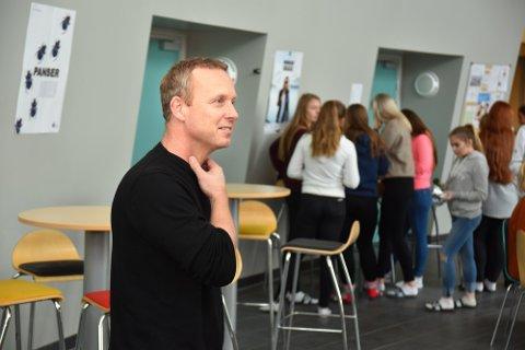 FYLLER OPP: Rektor Pål Skretteberg ved Søndre Modum ungdomsskole forteller at de får tre fulle 8.-klasser til høsten.