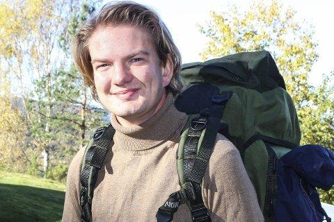 SEKKEN ER PAKKET: Emil Buxrud hadde avskjedsselskap med familie og venner. Han reiste på tirsdag.