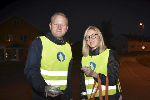 BLE SETT: Håvard Saastad og Guro Brunæs i Gjensidige gjennomførte refleksaksjon torsdag.