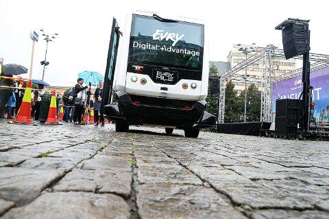 FØRERLØSE BUSSER: Teknologien er allerede under testing. Her prøvekjøres førerløs buss prøvekjøres på Youngstorget.