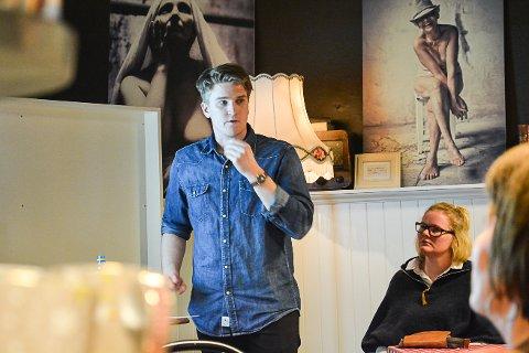 STARTET BEDRIFT: Sondre Nygård i NYG reklame holdt foredrag på gründerkafeen på Åmotsenteret tirsdag kveld.