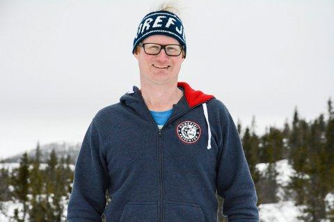 FORNØYD: Geir Bottolfs ved Norefjell skisenter er storfornøyd med det nye løypekartet som blir tatt i bruk til vinteren.