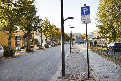 Elbillading: 1. januar innføres det påbud om ladestasjoner for elbiler på  parkeringsplasser som er tilgjengelige for allmennheten, men i Øvre Eiker rekker de ikke å få laderne på plass før lovverket trer i kraft.