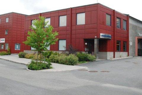 STENGT: Lensmannskontoret i Vikersund holder sommerstengt. Men det er fortsatt mulig å gjøre avtaler for å snakke med politiet.