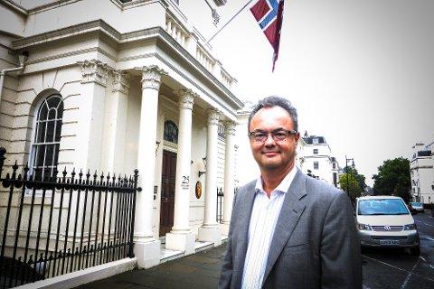 NY AMBASSADØR: Olav Myklebust (50) fra Modum ble fredag utnevnt til ny ambassadør i Polen. Her er han fotografert utenfor den norsk ambassaden i London