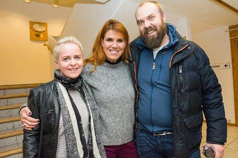 FIKK HILSE: Etter konserten ble det CD-kjøp og Hanne Jorun Aamodt og Per Rune Grønhovd fikk en kort prat med Hanne Boel.