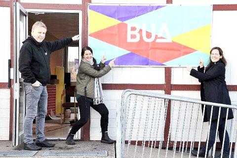 GLEDER SEG: Jon Wold (f.v.), Gry Nygård Fredriksen og Lene Myrvold Velle gleder seg til å åpne utlånssentralen.            alle foto: Privat