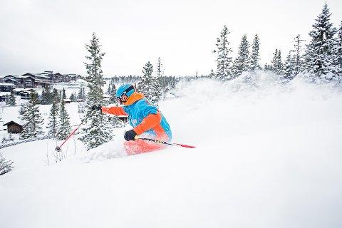 TESTER: Geir Bottolfs tester pudderforholdene på oversiden av Norefjell Ski & Spa