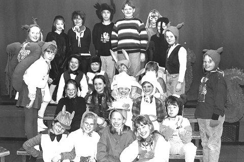1994: Krødsherad barne- og ungdomskor spilte Dyrene i Hakkebakkeskogen.