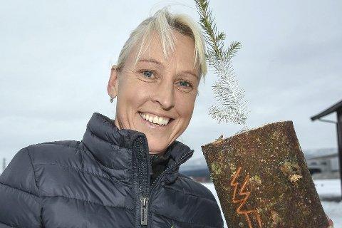 VOKS GJØR SUSEN: I kampen mot gransnutebillene, sier Hilde Skinnes. Hun er administrasjonssjef hos Norgesplanter AS.
