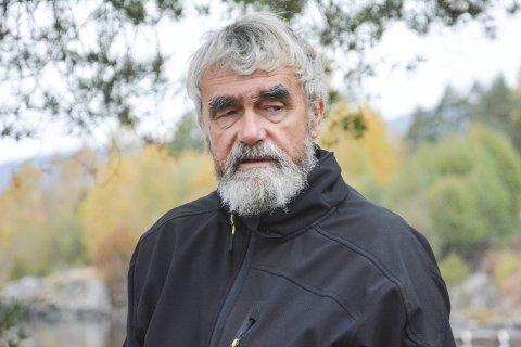 TONER FLAGG: Gustav Kalager sier at det ikke er framtidsrettet å flikke på det gamle renseanlegget på Noresund. Han vil gå inn for å bygge nytt ved Bjøre, men vil ikke ta valget om sjøledning eller rørledning på land ennå.