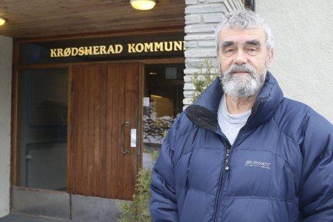 ER IKKE TRYGG: Gustav Kalager har på ingen måte tenkt å gi opp kampen for å bevare lensmannskontoret i Noresund. FOTO: Eli Bondlid