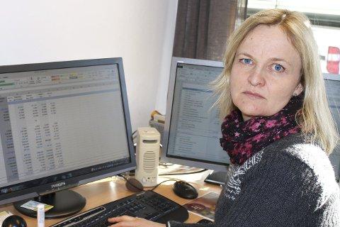IKKE MER Å SPARE: «Småkirkene» er i minimal bruk i de kalde vintermånedene, sier kirkeverge Nina Brokhaug Røvang, Hun ser på budsjett. Det er ikke oppløftende lesning.