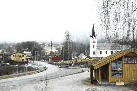 KIRKE I SENTRUM: Buskerud fylkeskommune vil at utbyggerne skal ta større hensyn til Eggedal kirke.