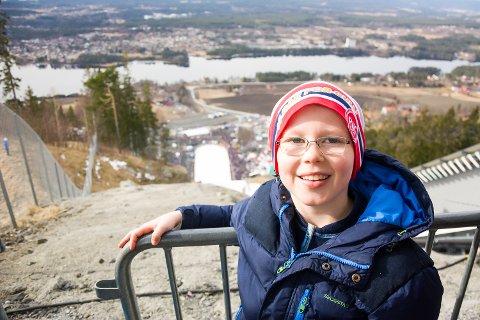 PÅ TOPPEN: Herman Tandberg Bråthen (9) er på sitt første skiflygingsrenn noen sinne.