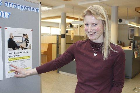 Digitalt løft: Biblioteksjef Elin Mariboe vil hjelpe moingene så flere kan bli brukere av digitale tjenester.