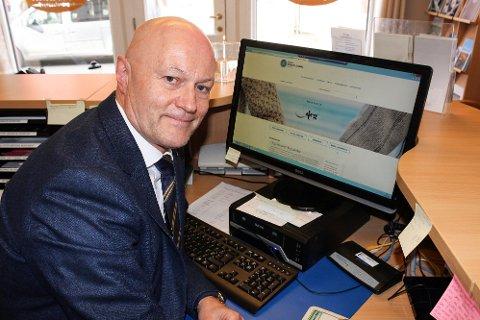 BLIR NETTBYRÅ: Svein-Thomas Kollen, daglig leder av Modum Begravelsesbyrå, kommer fortsatt til å ha hovedfokus på personlig kontakt med pårørende.