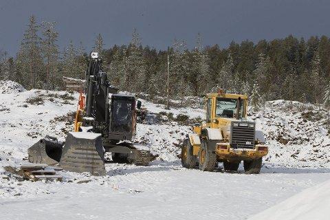 KLARE: Maskinene har inntatt B7-feltet på Ormåsen. Totalt er det regulert muligheter for nærmere 200 nye boliger.