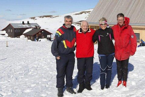 GLEDE: Ordfører Gustav Kalager i Krødsherad, tidligere hyttebestyrer Olav Haugan, ordfører Tine Norman i Sigdal og styreleder av DNT Drammen og Omegn, Jens Vig.