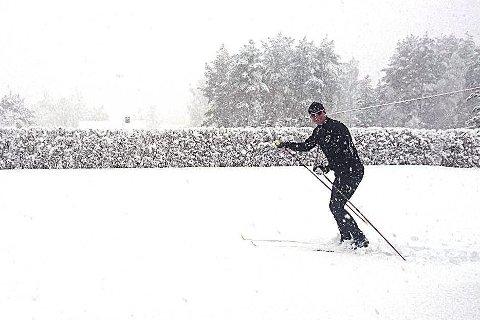 BEVIS: Her er Frank Slevikmoen godt i gang med gårsdagens «treningsøkt». FOTO: PRIVAT