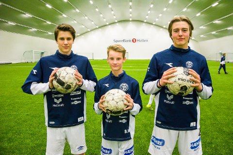 FORNØYDE SPILLERE: Kristian Svartås Olander (f.v.) fra Krøderen, Sebastian Wold fra Nerstad og Mats Dokken fra Vikersund trives på MFKs nye G16-lag.