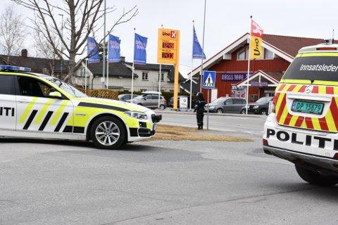 Politiaksjon i Vikersund. Mann pågrepet av væpnet politi etter å ha framsatt trusler om vold.