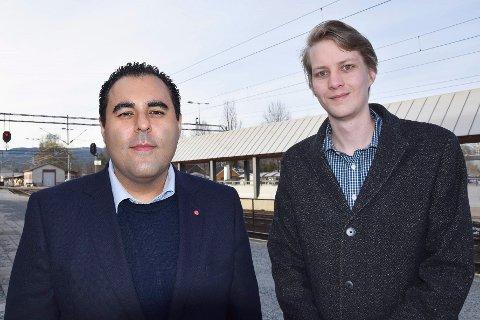 LITE TILFREDS: Masud Gharahkhani (t.v.) og Niclas Tokerud mener at Morten Wold og Anders B. Werps innsats ikke holder mål. – Vi sviktes og narres av dem, mener de.