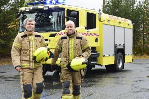 TRAVELT: 2017 har så langt vært rekordtravelt for Inge Bye (t.h.), Geir Øverby og resten av Modum brannvesen.Foto: Stig Odenrud Les på side 5: 37 intense minutter