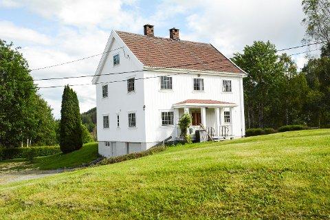 Prestfoss sentrum, kommunen kjøper eiendom ved siden av Helsestasjonen og Aslebua. Testamentarisk gave til Sigdalsheimen.
