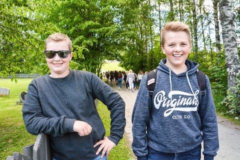 ORDNET OPP: Vemund T. Skålien og Knut Green sørget for at Sigdal Ungdomsskole kom på konsert.