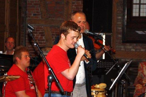 Jørgen Åby og Oskar Fidjestøl sang Jahn Teigens «Adieu».