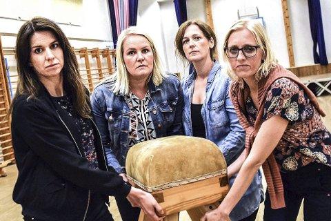 ADVARER: FAU-leder Hilde Storaunet (f.v., Marita Bolstad, Lene Myrvold Velle og Tina Sønju Hansen.