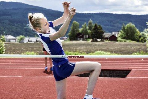ALLSIDIG UTØVER: Her hopper Marthe Marie Irby høyde.