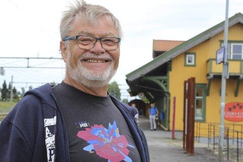 EN EKTE «GATEGUTT» FRA VIKERSUND: Det kaller Yngvar Arnesern seg. Han brenner for å skape liv og røre på stasjonen 3. august.