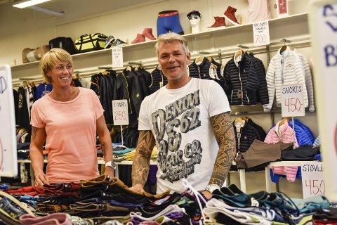 Som før: Jeanette Olavsen og Magnus Lund har gjenåpnet dørene på Noresund Outlet etter konkursen.