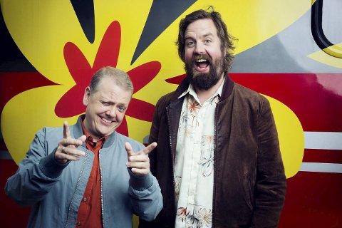 """PROGRAMLEDERE: Rune Nilson (til v.) og Torfinn Borkhus, kjent fra TV-serien """"Ikke gjør dette hjemme"""", leder TV-sendingen når NRKs Sommertog besøker Vestfossen."""