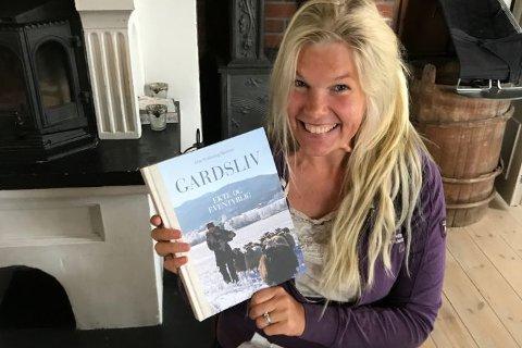 GARDSLIV: Live Svalastog Skinnes har kommet med bok om livet som ellevte generasjon på Nedre Skinnes gård.