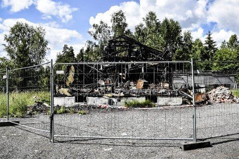 3. JULI 2017: Slik framstår branntomta trekvart år etter at brannen ødela huset i fjor høst.