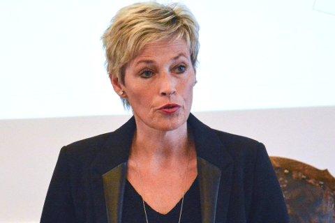 RYDDER FRA TOPPEN: Ordfører Tine Norman er sammen med kollega Ståle Versland er i ferd med å gjøre endringer i styret i Midtkraft.