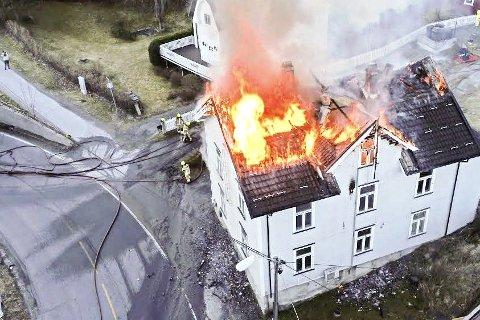 BRANNSTIFTER: En mann i 30-årene fra Modum er dømt til fengsel i tre år, for å ha startet brannen i Lillåsgata i Åmot i april i fjor.