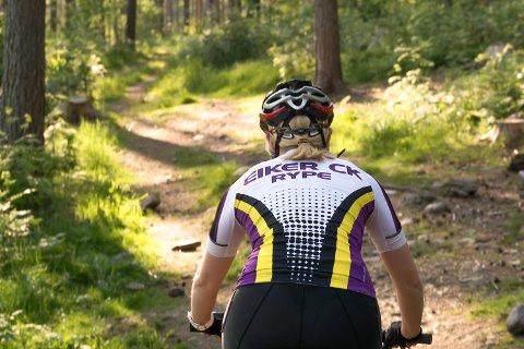 UT I NATUREN: Flottere omgivelser å sitte på sykkelsetet gjennom skal det leites lenge etter.