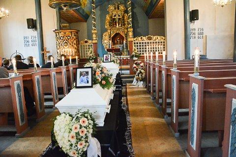 Begravelsen til Gunvor og Steinar Tveiten, Eggedal kirke. Prest er Lise Kleven.