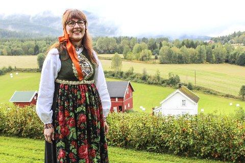 NORGES VAKRESTE: Marit Andersen falt både for Aksel Bakken og Sigdalsbunaden.