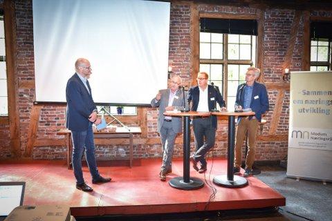 SAMFERDSEL: Debattleder Per Skøien (t.v.), Roger Ryberg, Rolf-Helge Grønås og Ove Skovdahl.