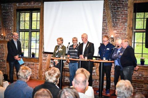 HVOR? Avsluttende paneldebatt med Per Skøien (t.v.) som programleder, Tine Norman, Gustav Kalager, Ståle Versland, Geir Holen, Ole Johan Sandvand og Johan Kaggestad.