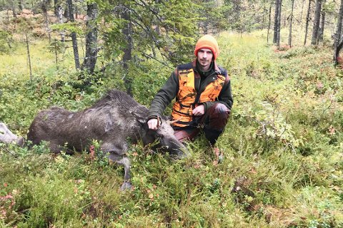 TOK TO: Fredrik Aalien felte to av de fem elgene - og dro rett på politisk møte etterpå.