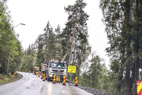 Heggenveien: Statens vegvesen er allerede i god gang med å forsterke veiskulderen ut mot Vikermyra, på fv. 144 i Vikersund.